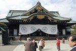 Премьер Японии отказался от предков
