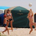 Пляжи Ливадии заполняют отдыхающие