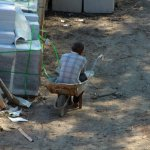 В сквере Муравьева-Амурского устанавливают бордюры и брусчатку