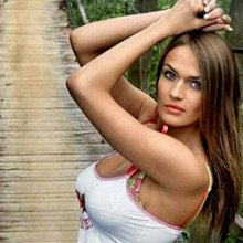 Алёна Водонаева собирается уменьшить грудь с пятого размера на второй