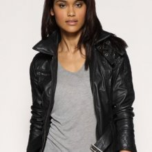 Кожаные женские куртки пользуются невероятной популярностью