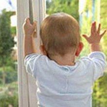 В Москве 1,5-летняя девочка выпала из окна 9-го этажа