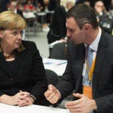 Виталий Кличко призывает Меркель к блокировке счетов окружения Януковича