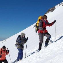 Во время восхождения на Эльбрус в пропасть провалились два российских туриста