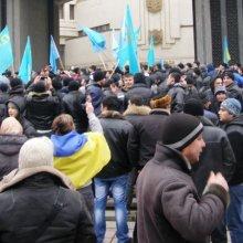 При столкновениях у здания крымского парламента пострадали 30 человек