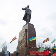 Мэр Харькова Кернес насчитал 16 тысяч подписей против сноса памятника Ленину