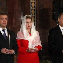 Путин и Медведев присутствовали в храме Христа Спасителя на пасхальном богослужении