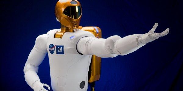 ТГК Dragon привезет на МКС припасы и ноги для робота-астронавта