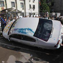 Толпа напала на киевлянина возле посольства РФ, подумав, что он работник дипмиссии