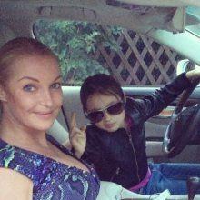 Анастасия Волочкова посадила 8-летнюю дочь за руль автомобиля