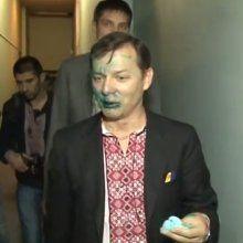 Во Львове возле областного телевидения Ляшко облили зеленкой