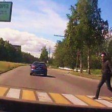 В Петрозаводске хетчбек чуть не сбил молодую пару с коляской