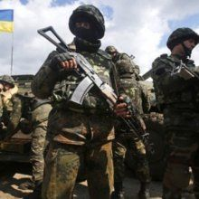 Нацгвардия отражает третий штурм воинской части в Донецке