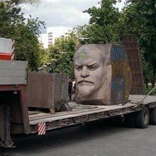 В Днепропетровске демонтировали барельеф В. И. Ленина