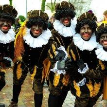Помощника Деда Мороза из Голландии обвинили в расизме