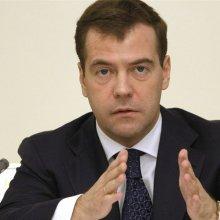 Медведев пояснил запрет на закупку иностранных авто