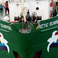 ����� Arctic Sunrise ��������� ������� � ���������
