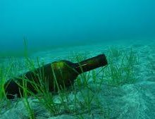 Археологи нашли бутылку 200-летнего джина на дне Балтийского моря