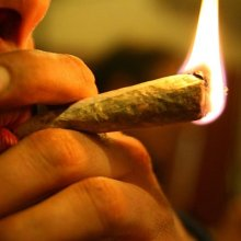 У супругов, курящих марихуану, меньше насилия в семье