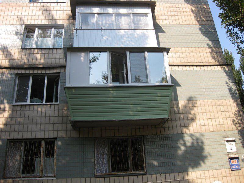 В курске женщина разбилась насмерть, упав с 4 этажа на балко.
