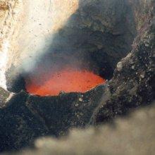 Канадцы спустились в жерло самого опасного вулкана на Земле