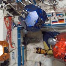 За космическим мусором будут охотиться роботы-сферы