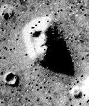 На Марсе были обнаружены 11 загадочных объектов