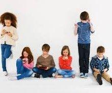 Учёные: дети со смартфонами хуже воспринимают эмоции