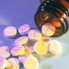 Специалисты рекомендуют покупать в аптеках наиболее дешевые аналоги препаратов
