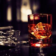 Чем больше работает человек, тем больше он употребляет алкоголь