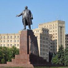 Срочно: В Харькове снесли памятник Ленину