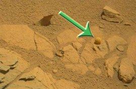 Curiosity обнаружил на Марсе шар идеальной формы. ФОТО