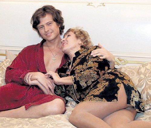 pozhilie-zhenshini-seks-s-sinovyami