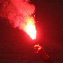 В Киеве хулиганы бросили файер в охрану посольства России