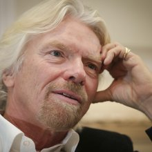 Глава компании Virgin направляется к месту крушения SpaceShip Two в США