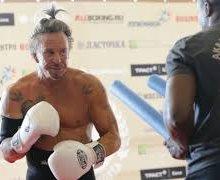 Пораженный Рурком боксер – профессионал и не бездомный