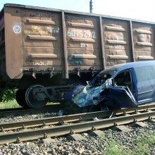 Локомотив столкнулся с легковым автомобилем в Оренбургской области