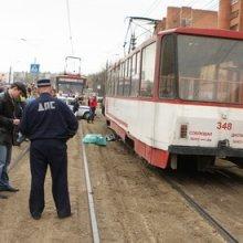 В Краснодаре после наезда трамвая чудом выжил пенсионер