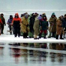 С льдины на Байкале сняли первую группу рыбаков