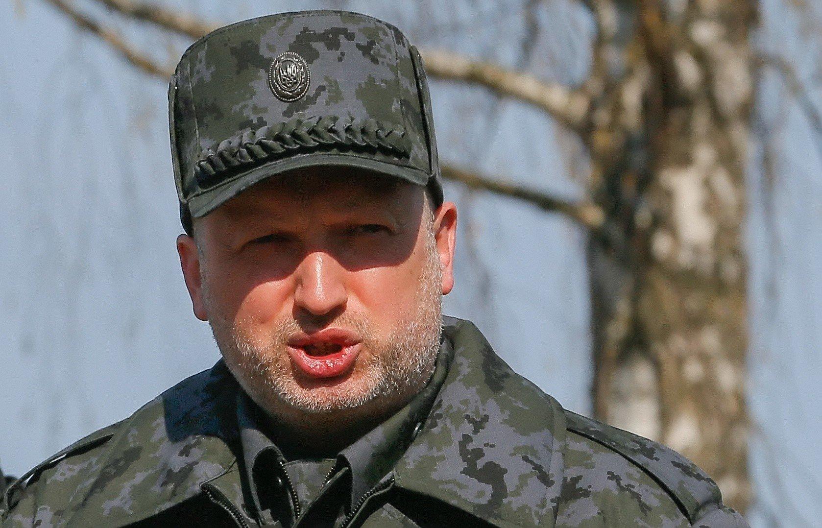 """Турчинов заявил, что Россия собирается """"перекрасить"""" свою армию"""