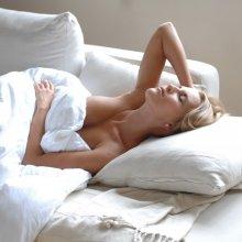 Ученые: Спать нагишом полезно для здоровья