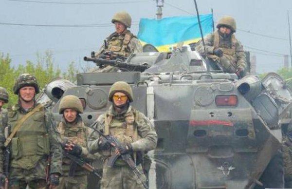 Яценюк: Украине никто не дает деньги на военные расходы