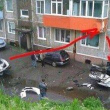 На Камчатке пьяные правоохранители снесли на авто балкон второго этажа