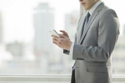 Счастливые люди пользуются смартфоном 17 минут в сутки - эксперт