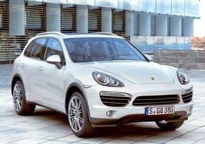 В Петербурге на Московском проспекте столкнулись три Porsche Cayenne