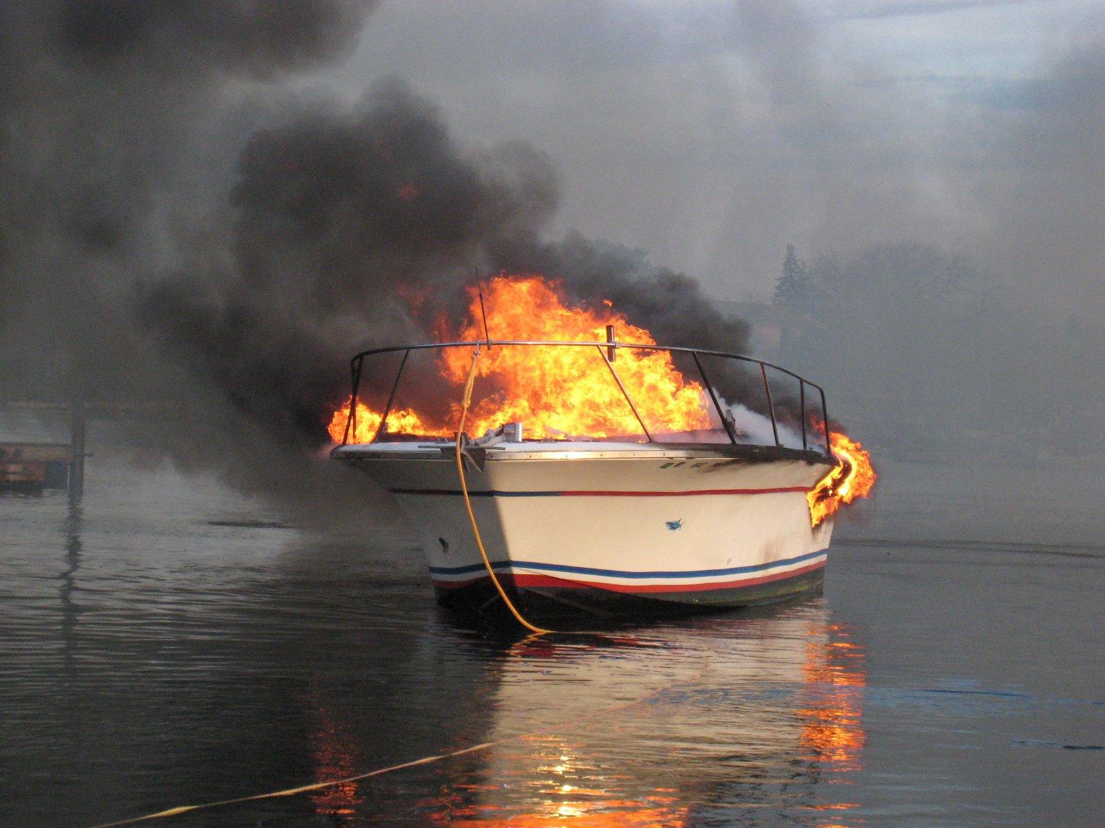 Картинки по запросу пожар на катере