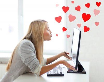 Ученые: Афиширование отношений в соцсетях делает их крепкими