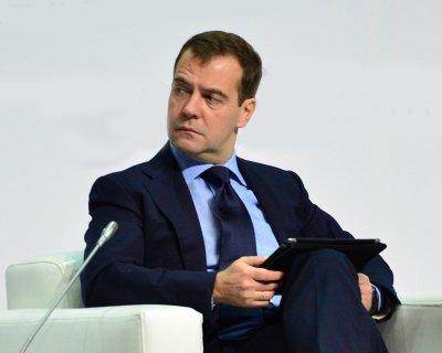 Медведев благодарит 4 миллиона своих подписчиков в Twitter