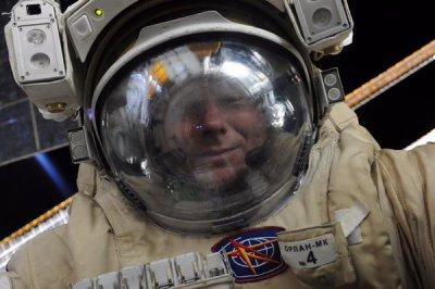 Космонавт Геннадий Падалка сделал селфи в открытом космосе