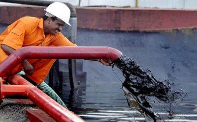 Курс рубля укрепил позиции к евро и доллару из-за подорожания нефти